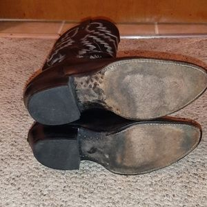 Selling  cowboy boots